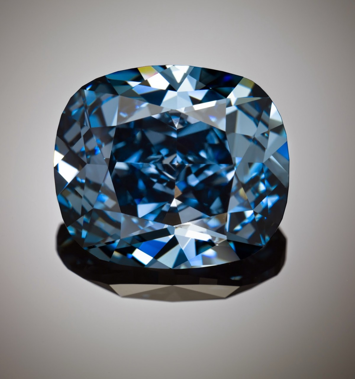 Blue moon diamond reddiam