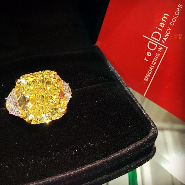 Yellow_diamond_ring_reddiam